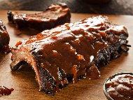 Рецепта Печени свински ребра на скара мариновани в бира с глазура от мед, соев сос и кетчуп